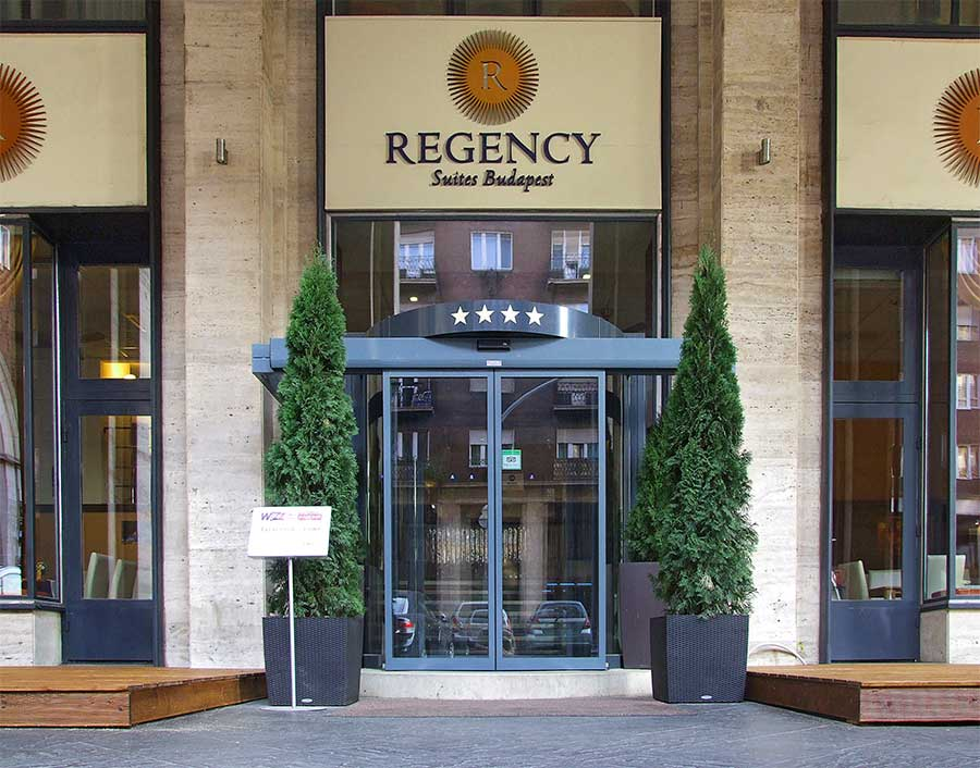 Az automata ajtó elegáns és korszerű, bármelyik szálloda esetében helytáll