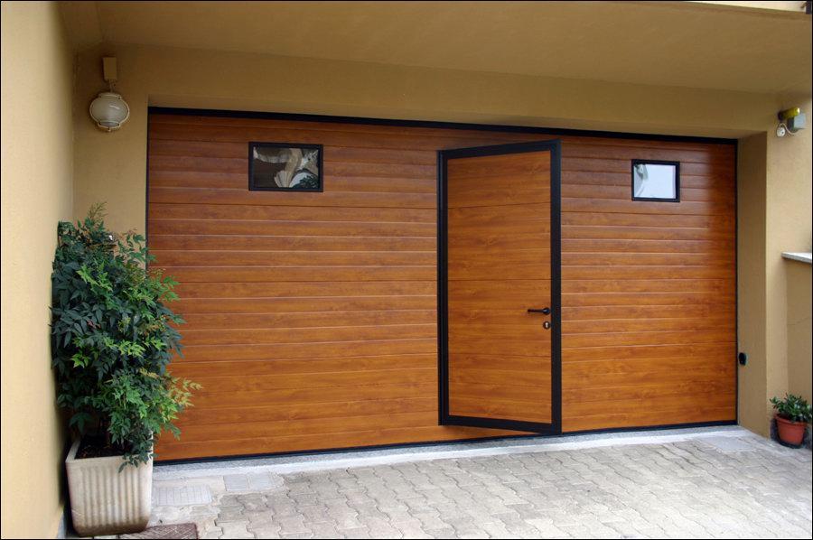 Fadekor aranytölgy DITEC garázskapu átjáró ajtóval